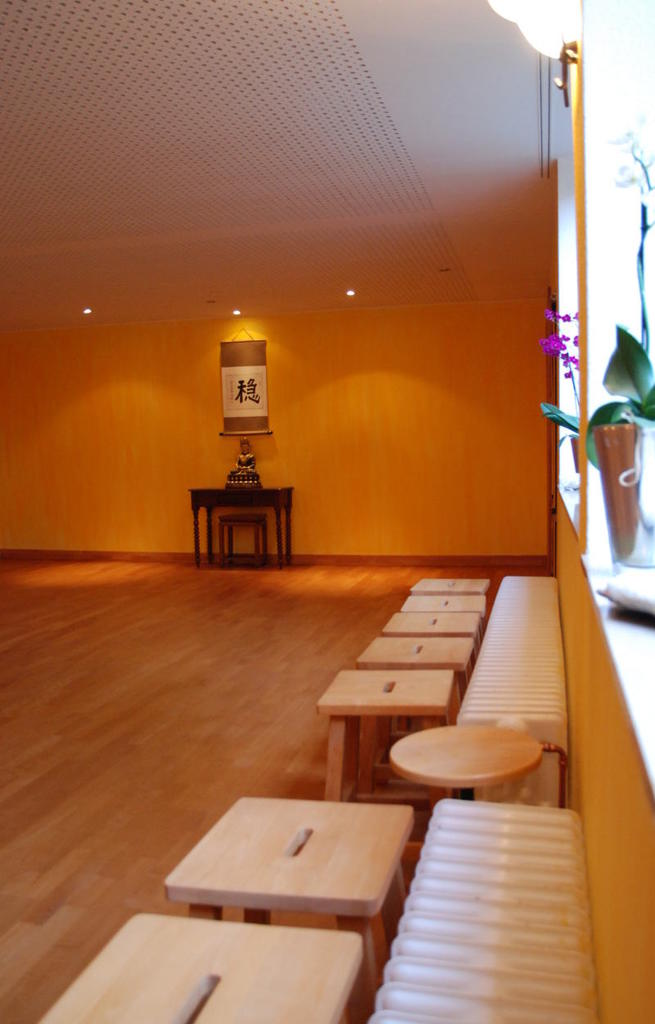 Qigong_Taichi_Yoga-Studio - Tao Institut - Dortmund, Raum-entlangFensterseiteZumKopfende