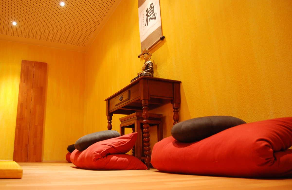 Qigong_Taichi_Yoga-Studio - Tao Institut - Dortmund, Seminarraum-Kopfende_Meditation1